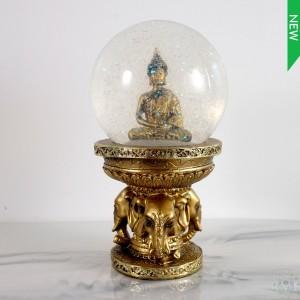 Bouddha boule de verre brillante sur base