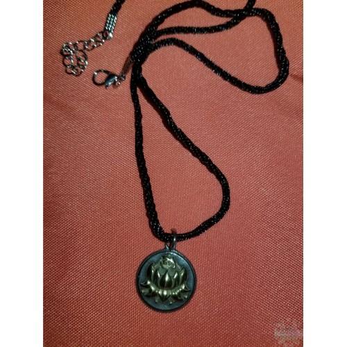 Collier Lotus et symbole bonne augure Dorée
